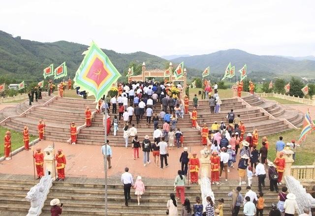 Merekonstruksi  wiracarita  bersejarah  tentang kemenangan Ngoc Hoi-Dong Da - ảnh 1