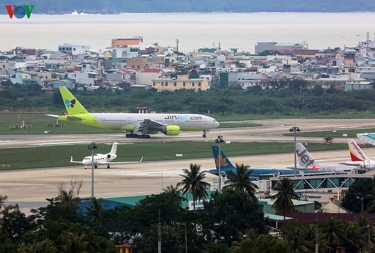 Menghentikan semua misi penerbangan dari daerah wabah  ke Vietnam - ảnh 1