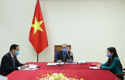 PM Vietnam, Nguyen Xuan Phuc mengadakan pembicaraan telepon dengan Presiden Republik Korea Moo Jae-in - ảnh 1