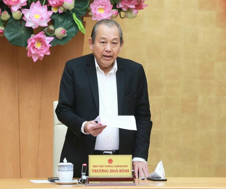 Deputi PM Truong Hoa Binh: Menggelar kuat  Rencana Pemerintah tentang penyederhanaan prosedur  administrasi - ảnh 1