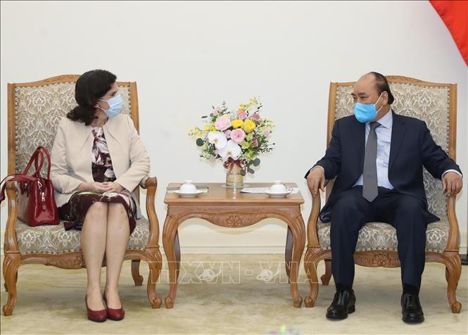 PM Nguyen Xuan Phuc menerima Dubes Kuba untuk Vietnam, Lianys Torres Rivera. - ảnh 1