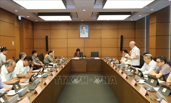 MN Vietnam membahas  RUU mengenai Tenaga Kerja Vietnam  yang bekerja di Luar  Negeri menurut kontrak (amandemen). - ảnh 1
