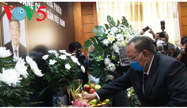 Pemimpin dari beberapa negara dan sahabat internasional telah  datang ke upacara penghormatan terakhir kepada Sekjen Le Kha Phieu - ảnh 1