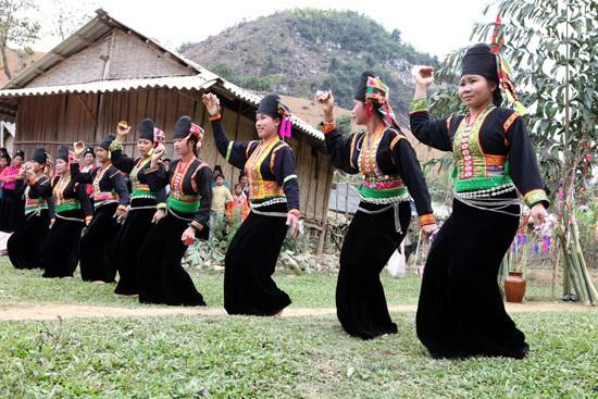 Le groupe folklorique des Kho Mu - ảnh 1