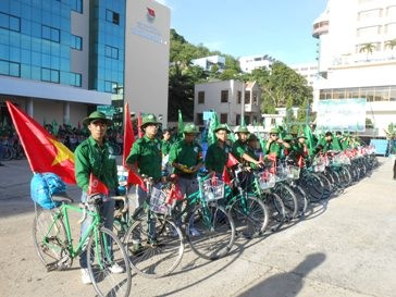 6th Trans-Vietnam Cycling tour 'For the Homeland's Sea and Islands' - ảnh 1