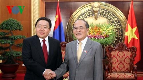 National Assembly Chairman receives Mongolian President  - ảnh 1