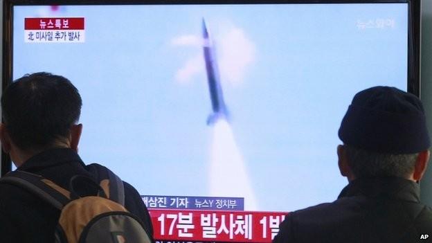 DPRK launches 16 short-range missiles  - ảnh 1