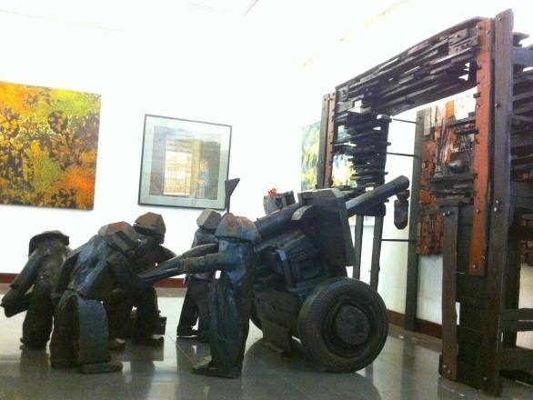 Young artists' hallmark at the Vietnam Fine Arts Association 2014 Award - ảnh 1