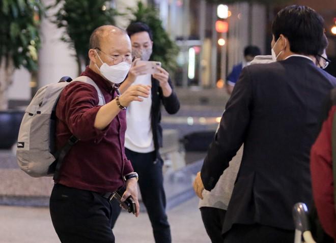 Huấn luyện viên Park Hang-seo và vợ đã quay lại Việt Nam - ảnh 2