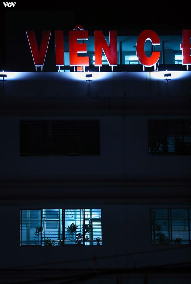 Chùm ảnh: Dỡ bỏ phong tỏa, Bệnh viện C Đà Nẵng mở cửa đón bệnh nhân trở lại - ảnh 4