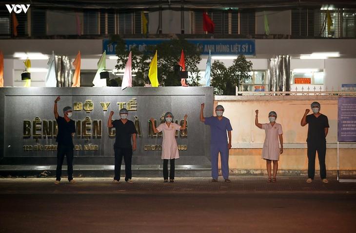 Chùm ảnh: Dỡ bỏ phong tỏa, Bệnh viện C Đà Nẵng mở cửa đón bệnh nhân trở lại - ảnh 13