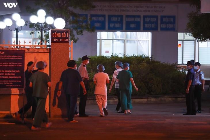 Chùm ảnh: Dỡ bỏ phong tỏa, Bệnh viện C Đà Nẵng mở cửa đón bệnh nhân trở lại - ảnh 15