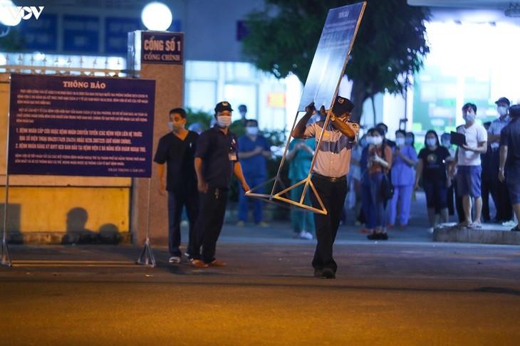 Chùm ảnh: Dỡ bỏ phong tỏa, Bệnh viện C Đà Nẵng mở cửa đón bệnh nhân trở lại - ảnh 16