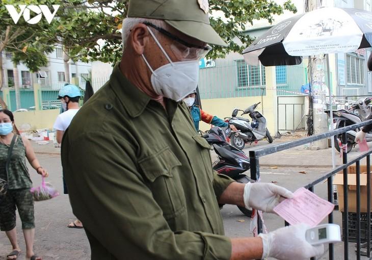 Chợ Nại Hiên Đông, Đà Nẵng mở cửa trở lại sau khi bị phong toả - ảnh 10