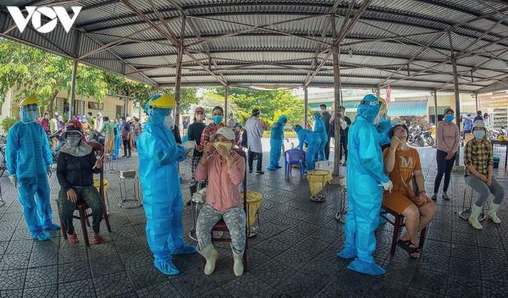 Chợ Nại Hiên Đông, Đà Nẵng mở cửa trở lại sau khi bị phong toả - ảnh 11