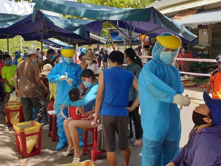 Chợ Nại Hiên Đông, Đà Nẵng mở cửa trở lại sau khi bị phong toả - ảnh 12