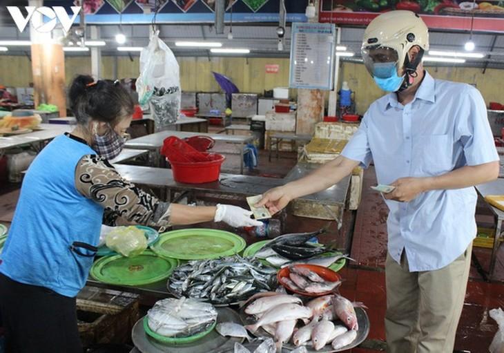 Chợ Nại Hiên Đông, Đà Nẵng mở cửa trở lại sau khi bị phong toả - ảnh 3