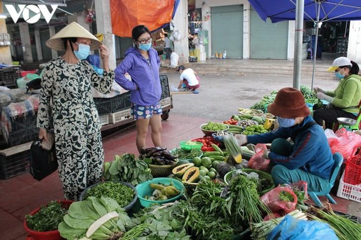 Chợ Nại Hiên Đông, Đà Nẵng mở cửa trở lại sau khi bị phong toả - ảnh 4
