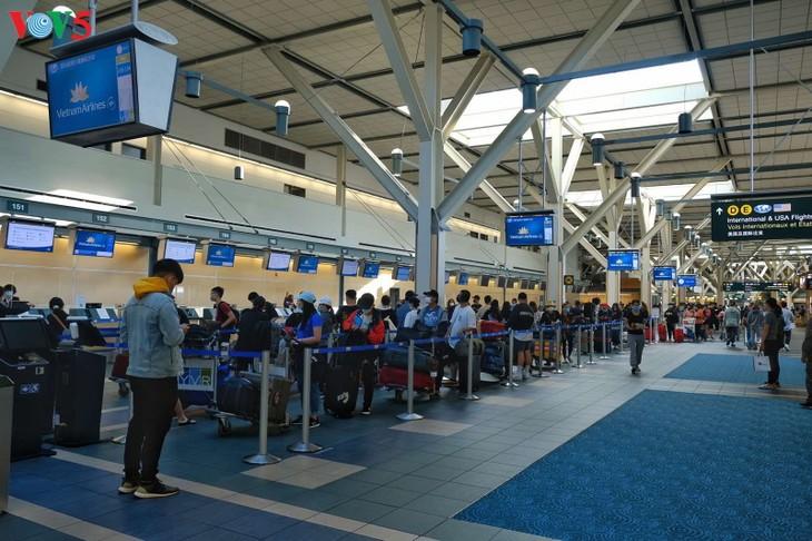 340 công dân Việt Nam từ Canada về nước an toàn - ảnh 3