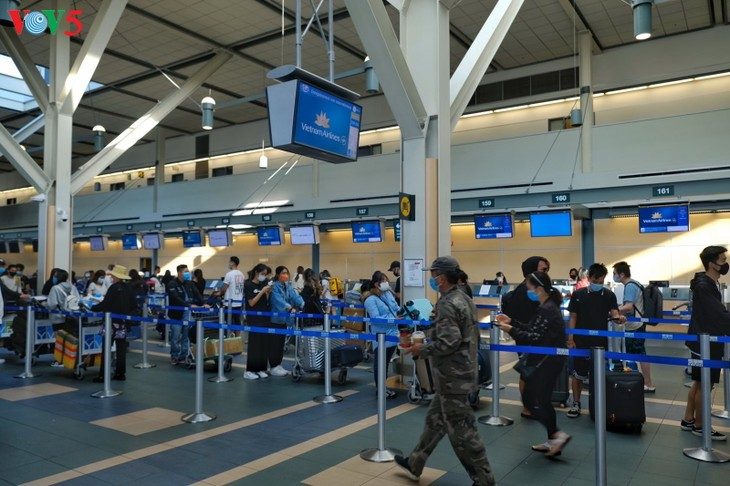 340 công dân Việt Nam từ Canada về nước an toàn - ảnh 4