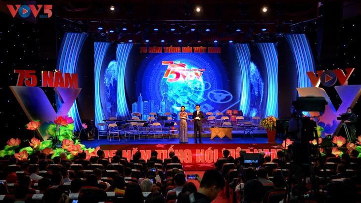 Toàn cảnh lễ kỷ niệm 75 năm ngày thành lập Đài TNVN và đón nhận Huân chương Lao động hạng Nhất - ảnh 1