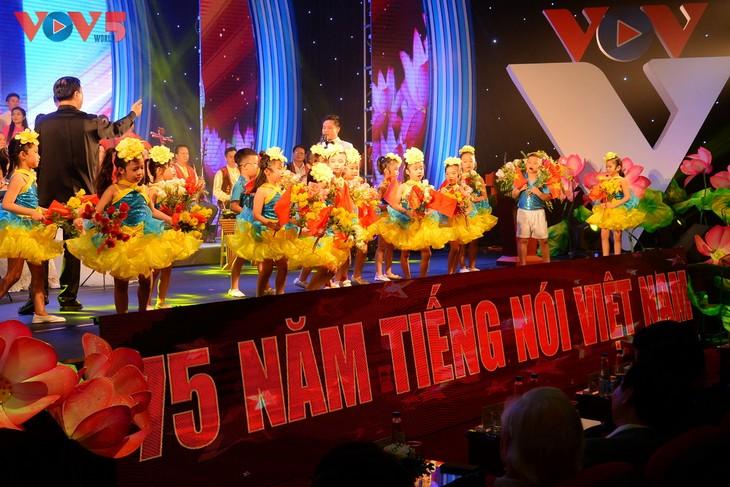 Toàn cảnh lễ kỷ niệm 75 năm ngày thành lập Đài TNVN và đón nhận Huân chương Lao động hạng Nhất - ảnh 3