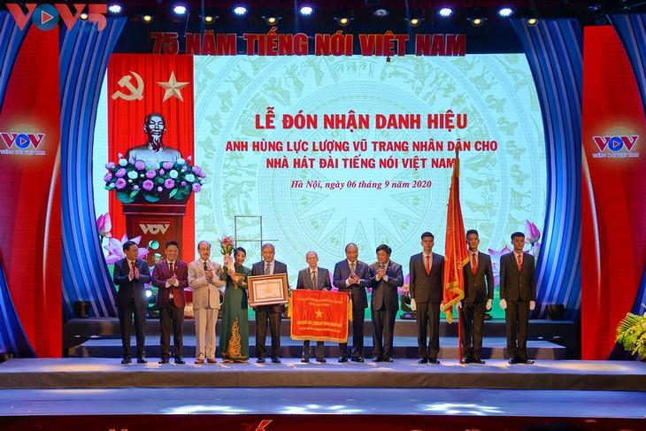 Toàn cảnh lễ kỷ niệm 75 năm ngày thành lập Đài TNVN và đón nhận Huân chương Lao động hạng Nhất - ảnh 6