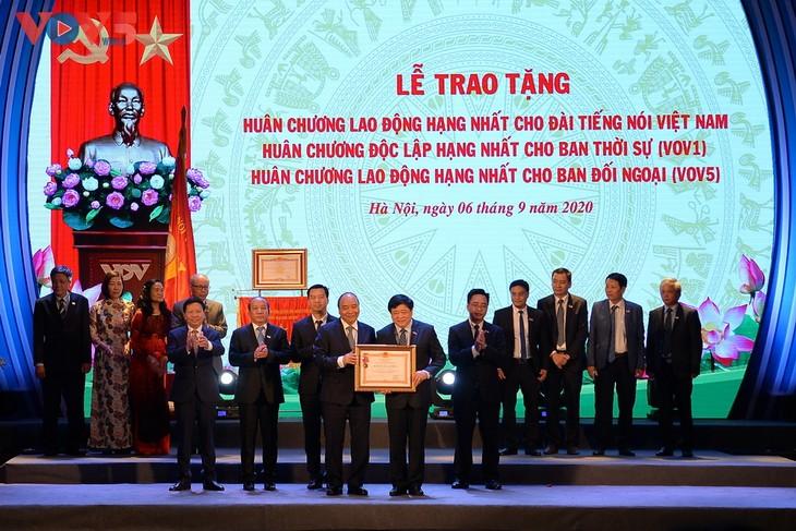Toàn cảnh lễ kỷ niệm 75 năm ngày thành lập Đài TNVN và đón nhận Huân chương Lao động hạng Nhất - ảnh 7
