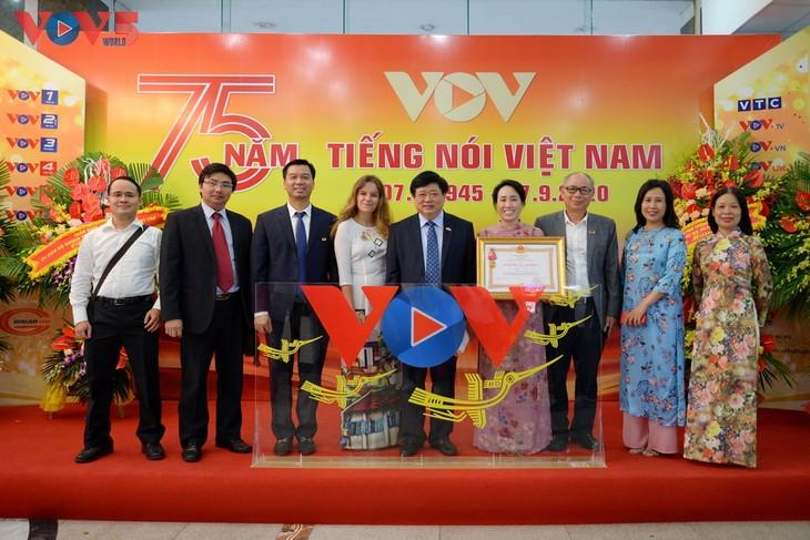 Toàn cảnh lễ kỷ niệm 75 năm ngày thành lập Đài TNVN và đón nhận Huân chương Lao động hạng Nhất - ảnh 16