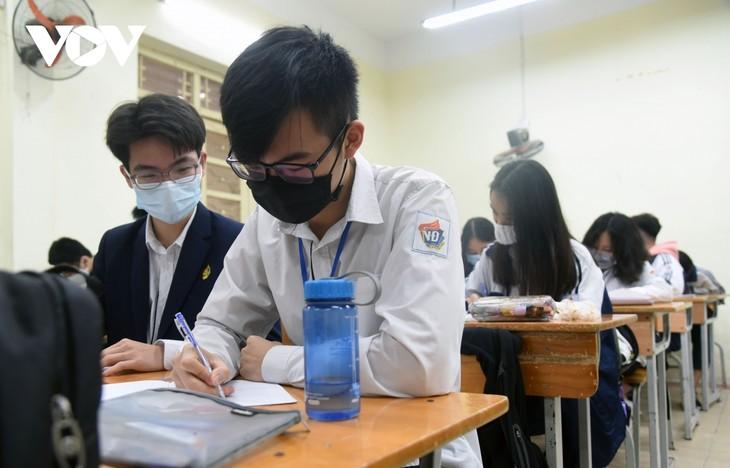 Học sinh cả nước trở lại trường trong điều kiện phòng dịch được siết chặt - ảnh 17