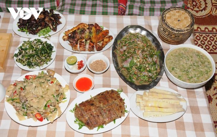 Lên Sơn La thưởng thức món ăn hấp dẫn từ hoa ban - ảnh 11