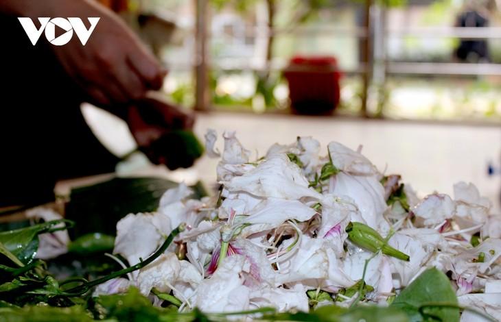 Lên Sơn La thưởng thức món ăn hấp dẫn từ hoa ban - ảnh 16