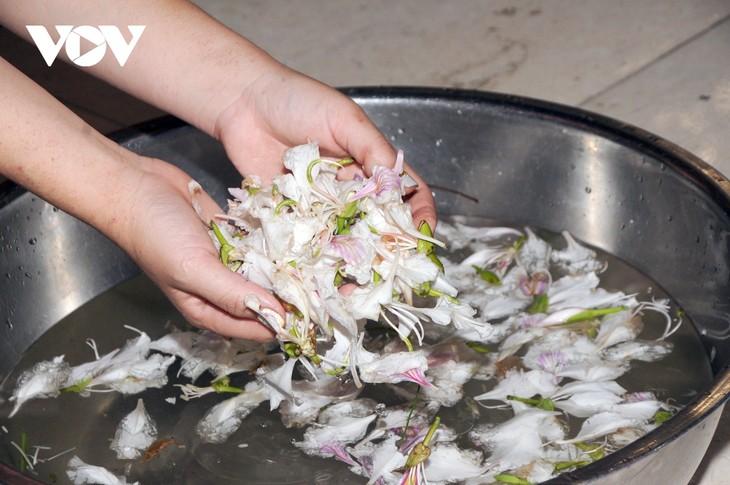 Lên Sơn La thưởng thức món ăn hấp dẫn từ hoa ban - ảnh 4