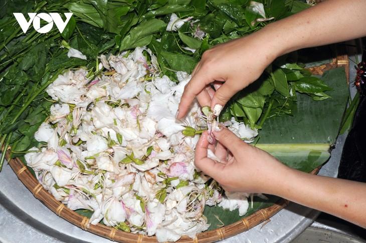 Lên Sơn La thưởng thức món ăn hấp dẫn từ hoa ban - ảnh 5