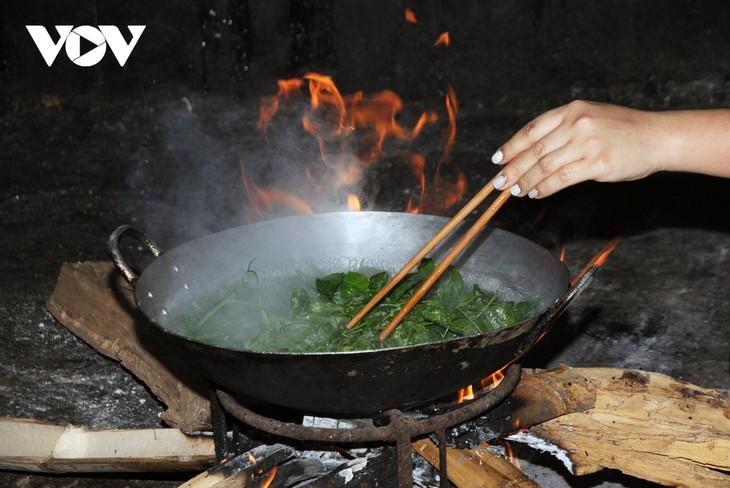 Lên Sơn La thưởng thức món ăn hấp dẫn từ hoa ban - ảnh 10