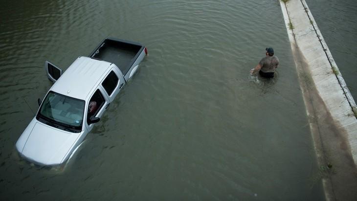 USA/Tempête Harvey: les eaux continuent de monter au Texas, Houston paralysée - ảnh 1