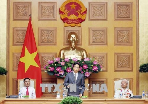 Une délégation de personnes méritantes de Nghê An reçue par Vu Duc Dam - ảnh 1
