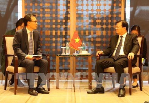 Trinh Dinh Dung rencontre des hommes d'affaires sud-coréens - ảnh 1
