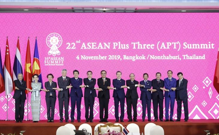 Le 35e Sommet d'ASEAN: Le Premier ministre Nguyên Xuân Phuc participe au 22e sommet ASEAN+3 - ảnh 1