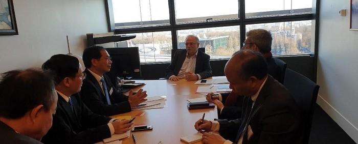 Le vice-ministre vietnamien des AE en visite au Parlement européen  - ảnh 1
