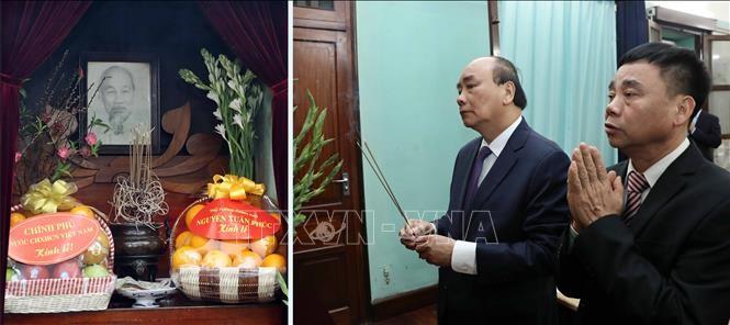 Têt: le Premier ministre Nguyên Xuân Phuc rend hommage au Président Ho Chi Minh à la maison 67 - ảnh 1
