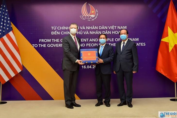 Coronavirus : le Vietnam offre des équipements médicaux à la Russie, au Japon et aux États-Unis    - ảnh 1