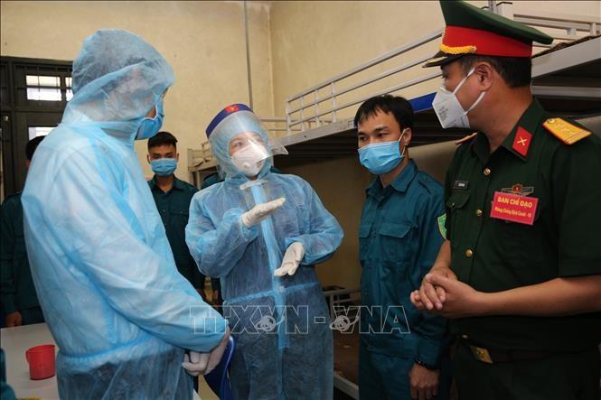 Dang Thi Ngoc Thinh rencontre les soldats en première ligne contre le Covid-19 - ảnh 1