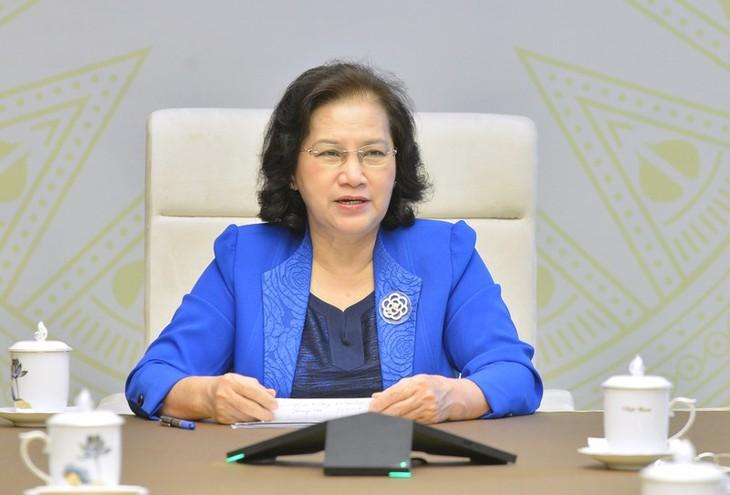 Entretien entre Nguyên Thi Kim Ngân et son homologue laotienne - ảnh 1