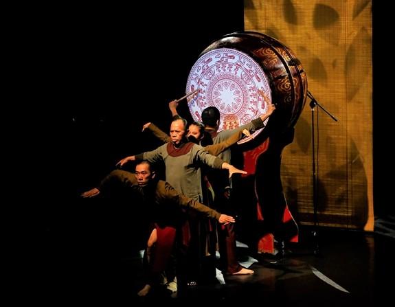 Quand danse contemporaine et musique traditionnelle font un pas de deux… - ảnh 1