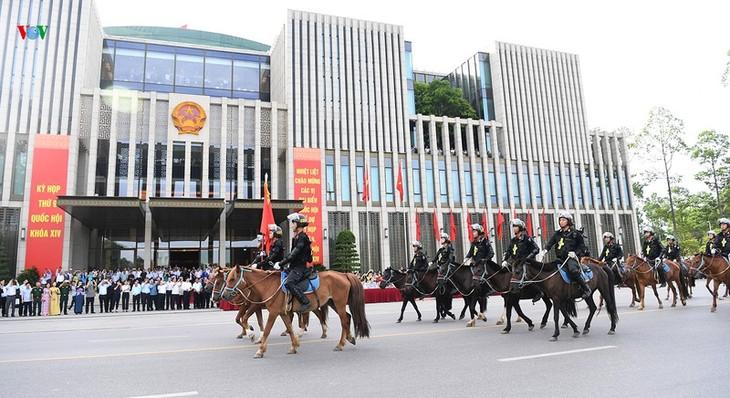 Défilé de la police montée, première unité équestre du Vietnam  - ảnh 1