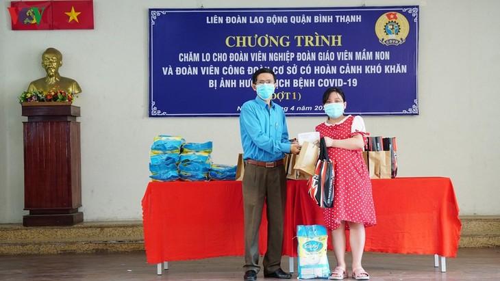 Les syndicats de Hô Chi Minh-ville aident les travailleurs en difficulté - ảnh 1