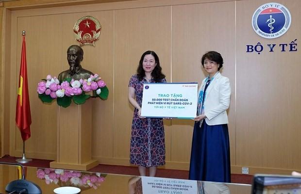 Sao Thai Duong remet 50.000 kits de test de Covid-19 au ministère de la Santé - ảnh 1