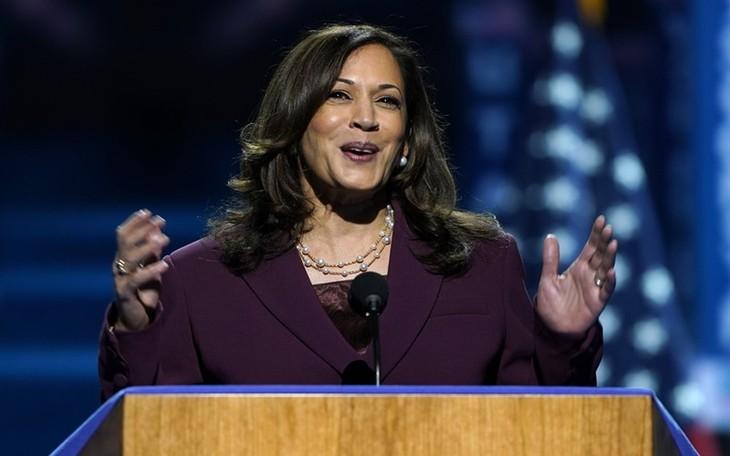Présidentielle américaine: Kamala Harris accepte officiellement la nomination à la vice-présidence démocrate - ảnh 1
