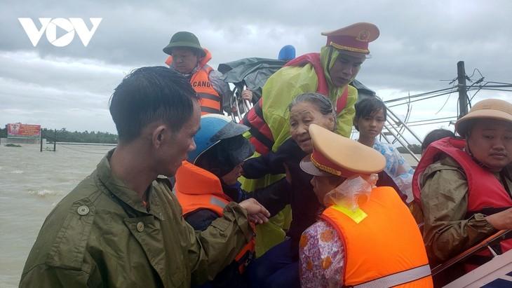 Inondations dans le Centre : 23 morts, 18 disparus - ảnh 1